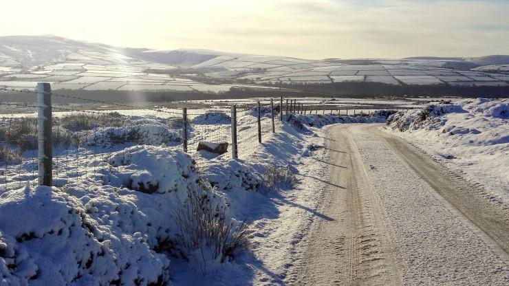 Snowy road to Ffald y Brenin